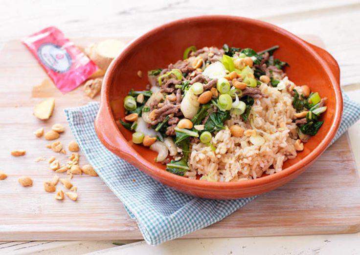 Rijst met paksoi, gehakt en pinda's