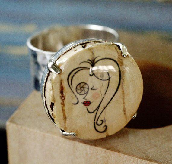 Fotografo ragazza argento anello - gioielli di sughero regolabile, poi lei ancorata, legno cubo, regalo ragazza, riciclato, lente, martellat...