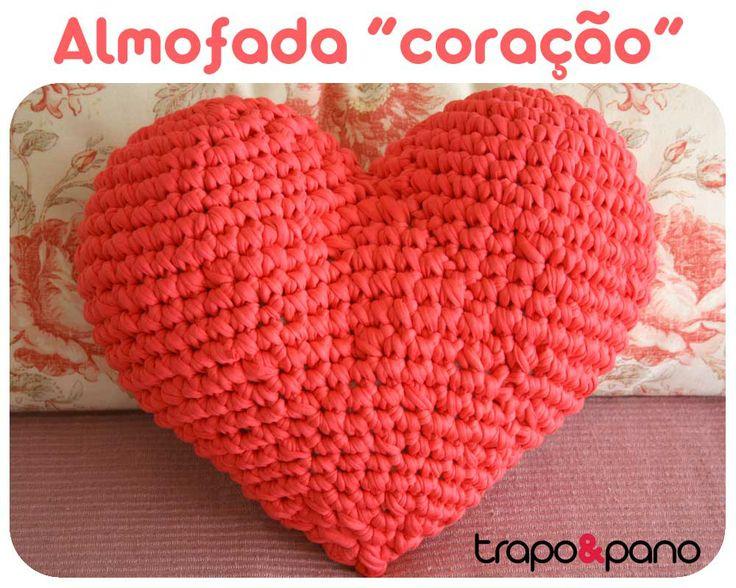 """Almofada em crochet """"coração"""" rosa velho"""