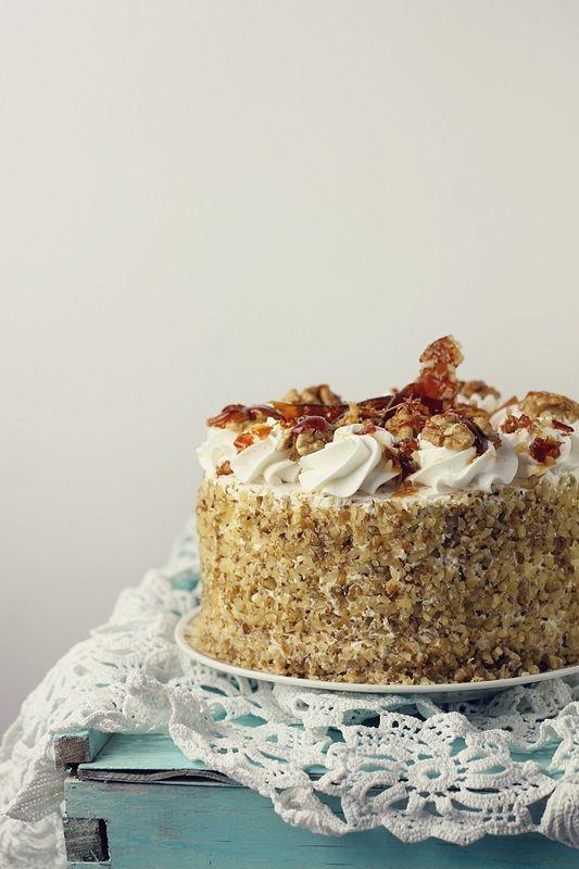 Tort egiptean cu nuca si krantz un tort facut de multe ori si apreciat de fiecare data de cei care l-au gustat. Delicios si foarte aspectuos.