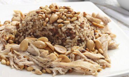 Recetas - Arroz con pollo y almendras http://www.cocinasemana.com/recetas/receta/arroz-pollo-almendras/23485