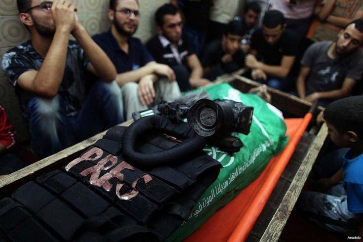 Penjajah Israel Banyak Lakukan Pelanggaran terhadap Kebebasan Pers  SALAM-ONLINE: Lembaga pers dari Pusat Pembangunan dan Kebebasan Berpendapat Palestina (MADA) melihat sejak November 2016 terjadi peningkatan yang signifikan dalam pelanggaran terhadap kebebasan pers di wilayah Palestina lansir Middleeastmonitor Jumat (30/12).  Sebagian besar pelanggaran dilakukan oleh pasukan penjajah Zionis Israel demikian laporan MADA.  LSM yang berbasis di Ramallah itu merilis sebuah laporan pada Selasa…