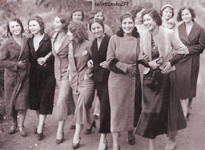 Cumhuriyet'in kurulduğu yıllarda Üniversiteli kızlar.... 1934
