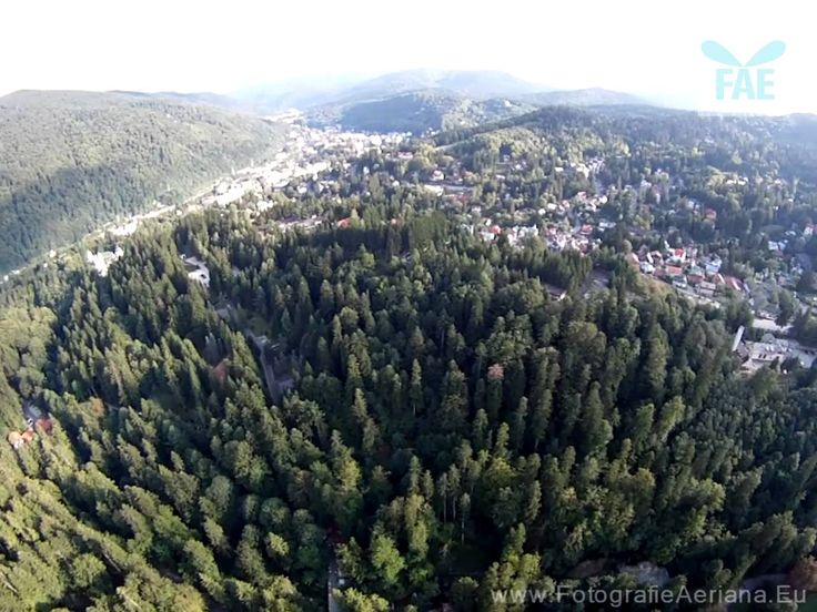 Filmare aeriana Palatul Peles- Palace FPV aerial view
