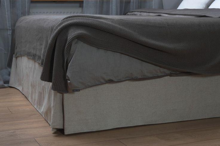 Fragment łożka tapicerowanego na zamówienie