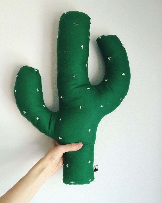 Cactus pillow DIY inso pink pompoms on top