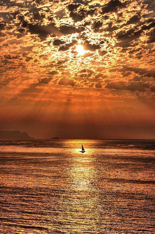 ~~Sailing under the Sun (Navegando bajo el sol) Alicante, Spain by Miguel Ángel Agüera Sánchez~~