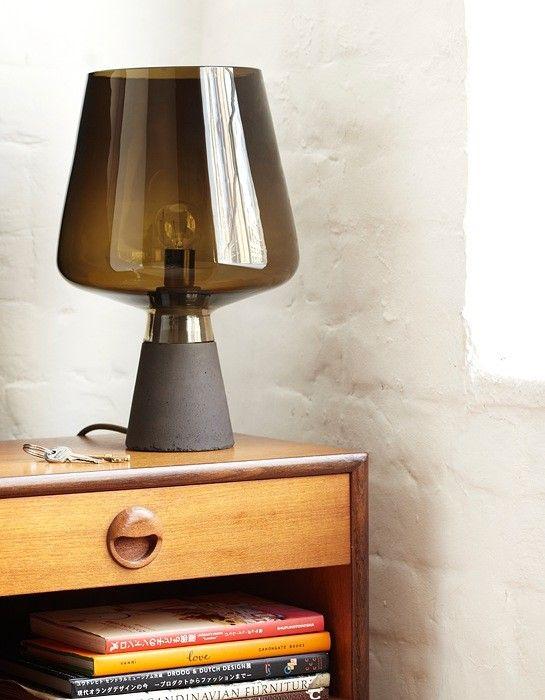 Industriell designlampe Magnus Pettersen er et av de heteste navnene i norsk designverden for tiden. Han viste lampen Tint på årets 100% Design i London. Materialene glass og betong forbindes ofte med arkitektur, og i materialvalget har han skapt en industrielt utseende bordlampe.