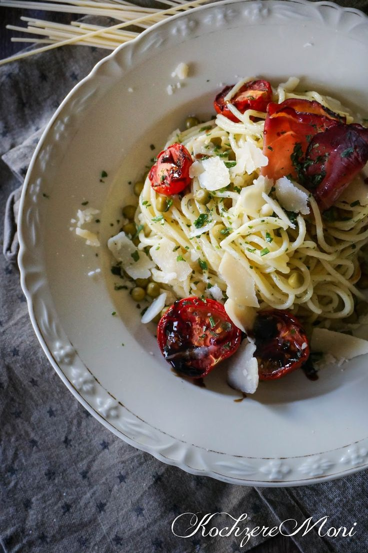 Ihr Lieben, es ist mal wieder Zeit für ein bisschen Pasta! Die hatten wir doch wirklich schon lange nicht mehr außer im Salat... okay...