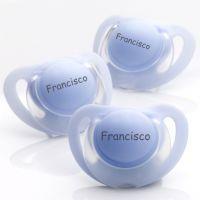 Chupetas NUK Starlight em silicone ou em látex. Pack composto por 3 chupetas azuis. Veja a disponibilidade dos tamanhos na loja www.chupetascomnome.com