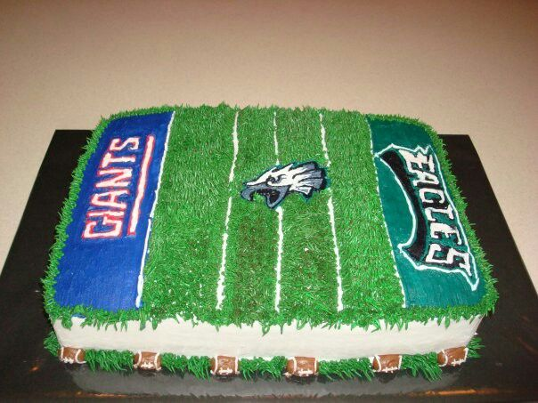 Best 25+ Football field cake ideas on Pinterest Football ...
