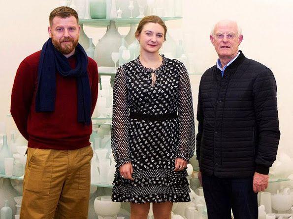 On February 9, 2017, Mudam president, Hereditary Grand Duchess Stephanie of Luxembourg visited the Grand Duke Jean Museum of Modern Art (MUDAM) to welcome British sculptor Tony Cragg and English artist Darren Almond.