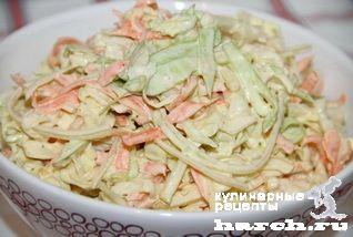 """Капустный салат """"Коул-слоу"""". Простой и очень вкусный американский салат. Особенно хорош с молодой капустой. Ингредиенты: 1 небольшой кочан капусты 1 яблоко 2-3 стебля сельдерея 1 морковь 1 луковица 1 столовая ложка сладкой горчицы 2 столовые ложки лимонного сока Соль, молотый черный перец, майонез"""