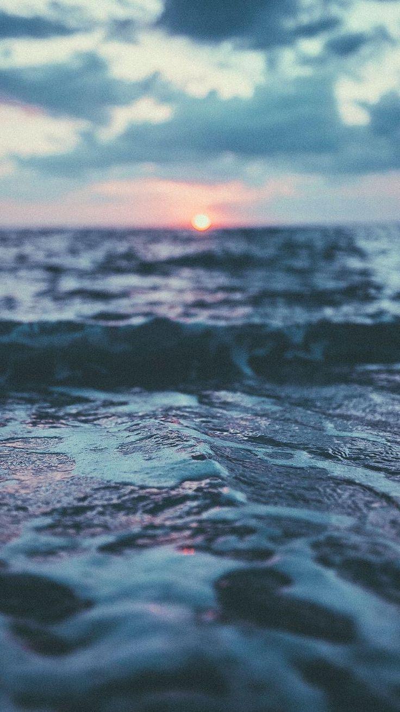 mer et soleil couchant