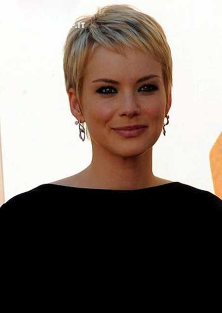 Very Charming and Appealing Platinum Blonde-colored Pixie Cut with Light Brown Highlight