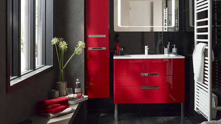 Salle de bains rouge effet glossy