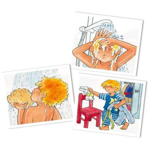 Se lever- se coucher- déjeuner- se brosser les dents… C'est ainsi que commence la journée de la plupart des enfants. Cette série illustre étape par étape le déroulement de la journée, du lever au coucher. Les activités sont familières pour l'enfant et pleines d'humour. Contient 75 cartes 9 x 9 cm. Livré avec notice dans boîte en carton. Dès 3 ans.