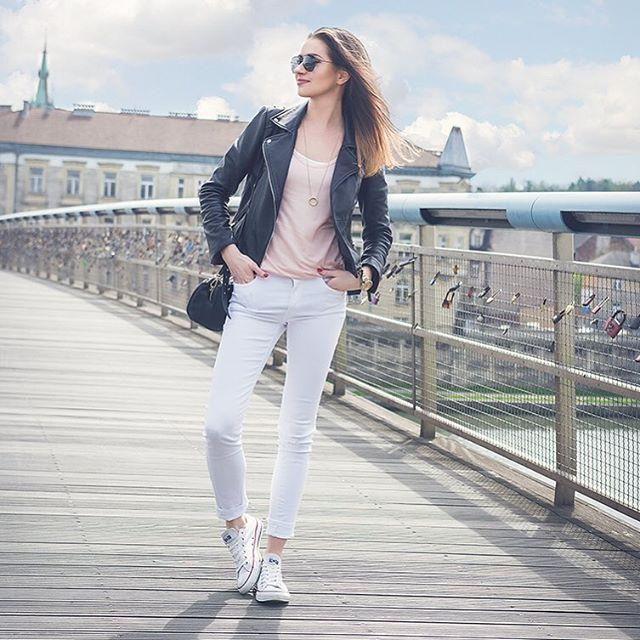 #me #polishgirl #kladkabernatka #krakow #zara #zaraoutfit #zaraeurope #converse #fashionenthusiast #osobistastylistka #ramones #ramoneska #walk #ilovekrakow #photooftheday #personalstylist #personalshopper