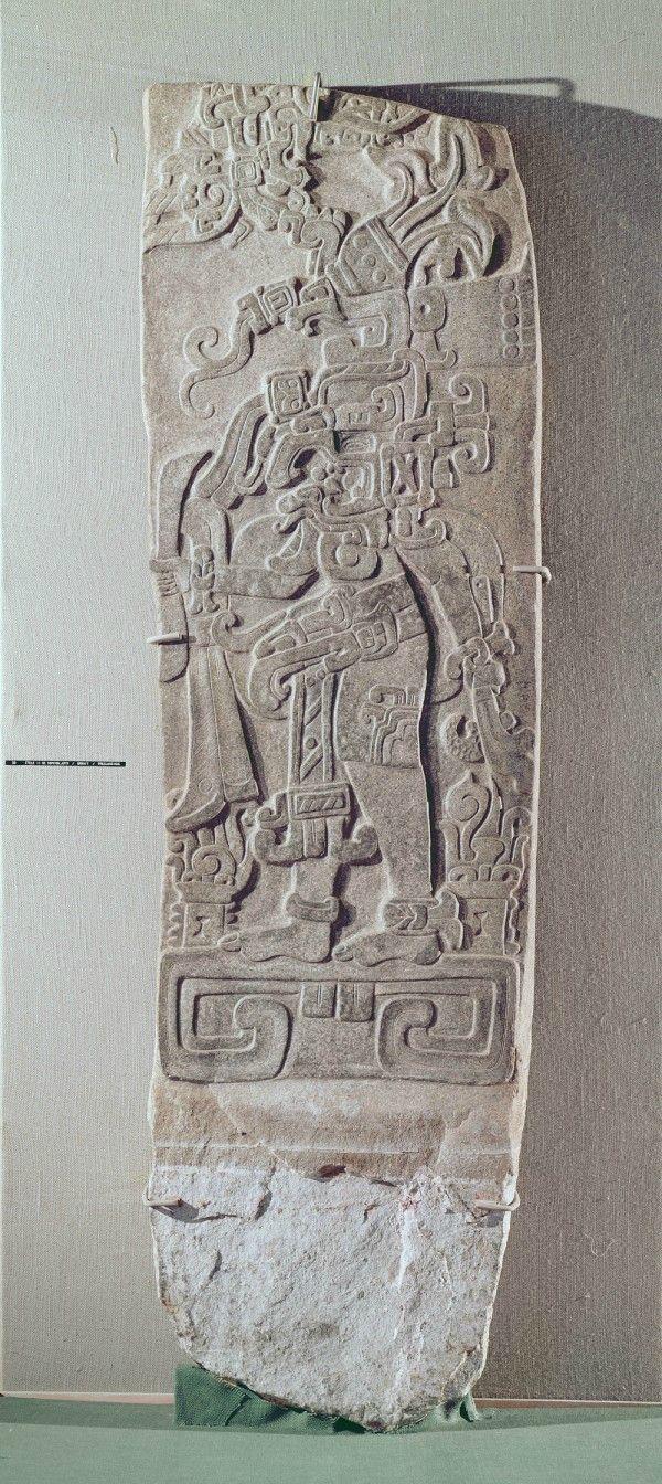 Stèle de granit. Mésoamérique, 200-50 av. J.-C.. Granit. Site archéologique de Kaminaljuyú. Guatemala City. © Museo Nacional de Arqueologia y Etnologia, Guatemala City / Bridgeman Images