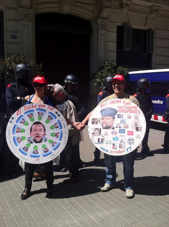 BANDERAS Y MULETAS  http://www.vice.com/es/read/banderas-y-muletas