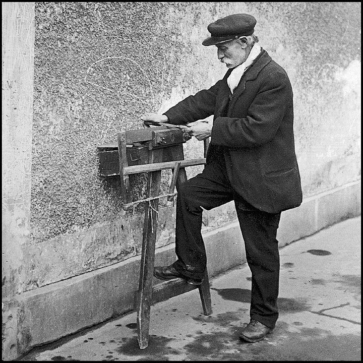 Vieux métiers de Paris : Remouleur 1900