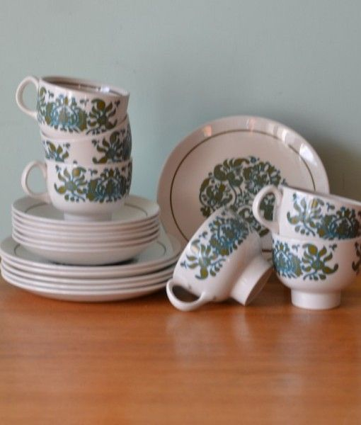 Vintage Ridgway Ironstone Martinique tea cups & saucers