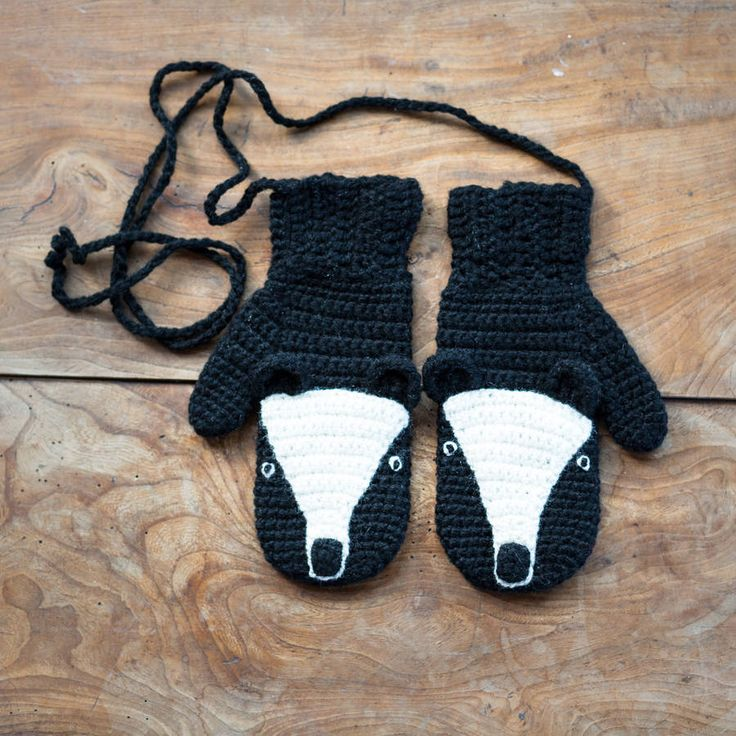 The Animal Character mittens in adult sizes, these will put a smile on your face on the stormiest of days. Also available for children.Available in the following characters- Fox, Wolf, Rabbit, Polar Bear, Brown Bear, Black Bear and Badger. Two sizes available, this price is for the adult size, there is also the option to buy small ones for children (see options when you purchase) The eka collection all comes gift wrapped, if you are giving this item make sure you write a 'gift note' when you…