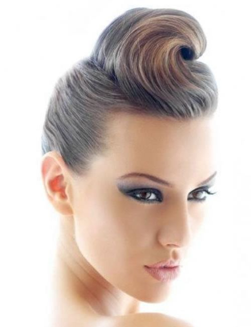 HE RIP CURL PIN UP HAIRSTYLE This is an easy pinup hairstyle which looks cute and will create a pompadour at the front of your head. It's advisable to curl your hair before opting for this sexy pin up hairstyles.  - See more at: http://www.askmamaz.com/pin-hairstyles/#sthash.iKrdP8Dk.dpuf