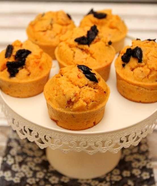 """Voilà une recette vraiment délicieuse trouvée dans le livre """"Polenta"""" aux éditions La plage. Simple, rapide et délicieuse. J'ai servis ces petits muffins à l'apéro, mais vous pouvez les servir pour d'autres occasions, un pic-nique,"""