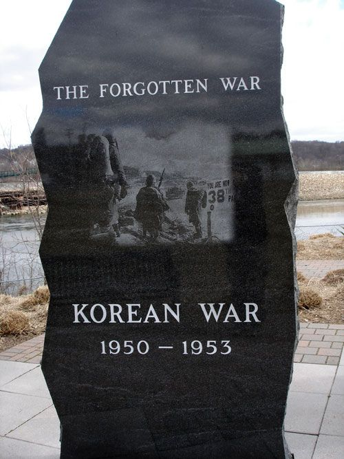 Korean war memorial photos | That marched up and down slate mountians to do the job they were asked ... 60 th Anniversary as so many remember today our Veterans with LOVE and RESPECT I am told my Uncles were gone for 2 yrs at a time thru this War fighting. Thank You to OUR Military!