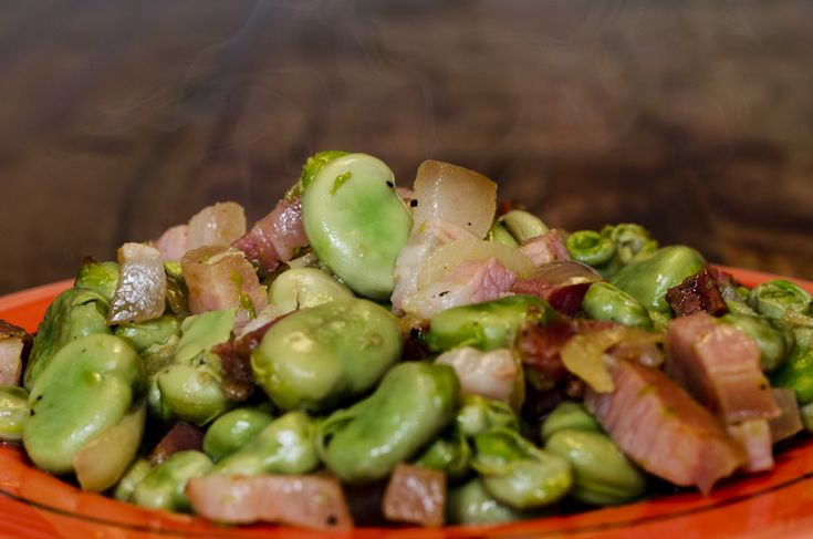 It's springtime, and favas are or will soon be popping up in gardens, restaurants and farmers markets across the country. Even total beginners to seasonal cooking can makefave e pancetta, orfava beans with pancetta (or bacon), a super-easy dish of fava beans with bacon and onions.