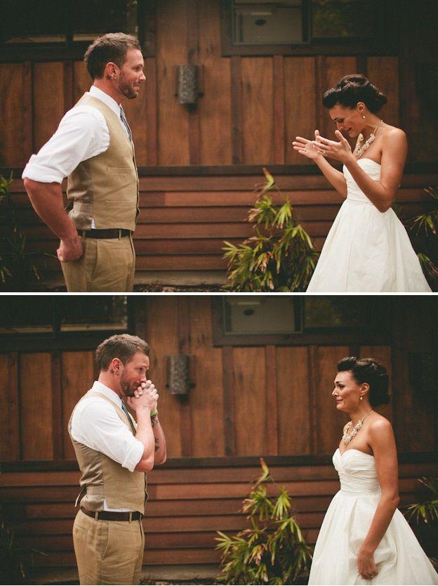 Vedono per la prima volta la futura moglie vestita da sposa: guardate le migliori reazioni!
