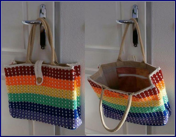 Tas in regenboogkleurtjes, binnenvak met rits voor je mobiel,sleutels enz.