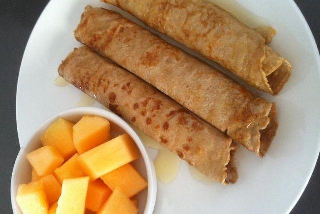 מתכון קל ומהיר לבלינצ'ס מתוקים מאה אחוז קמח כוסמין. בלינצ'ס קינמון בריאים לילדים שנין להגיש לצד דבש, סילאן ופירות חתוכים. מושלמים לארוחת בוקר בריאה.