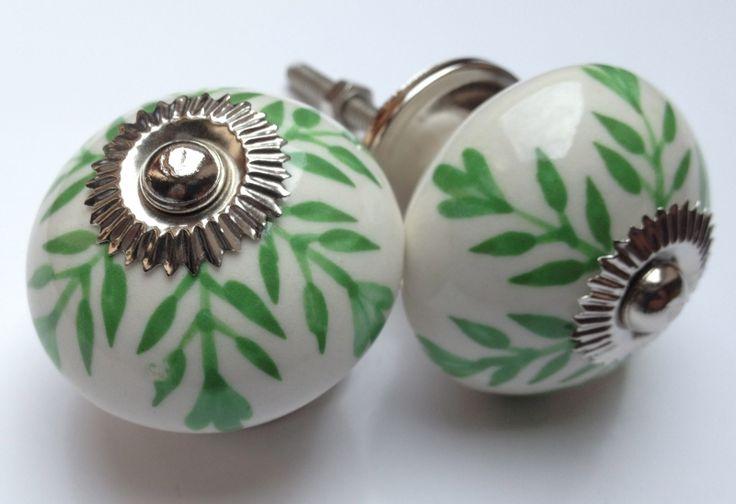 201 Wit kastknopje met groene accenten