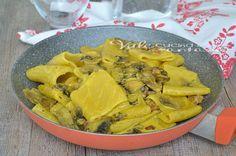 Paccheri con funghi pancetta e zafferano, un primo piatto sostanzioso e gustoso, ottimo per il pranzo della domenica, ottimo anche come piatto unico
