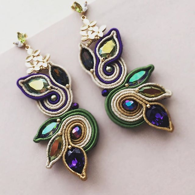 #soutache #earrings #orecchini #cercei #statementjewelry #swarovski #handmade #handmadejewelry #gold #green #violet #statementearrings #bigearrings