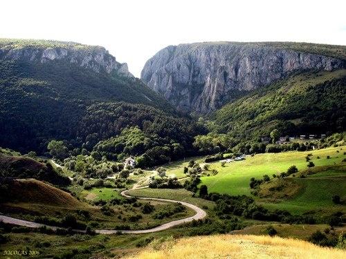 Turzii Gorges - Turda, ROMANIA    Cheile Turzii - Turda, ROMANIA (panoramio.ro)