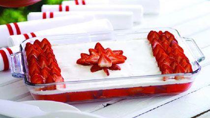 canada flag cake - looks delicious