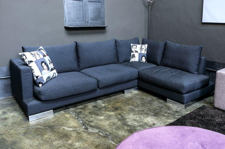 Elegance è il divano pensato e realizzato per momenti di relax. Le sue linee essenziali e la profondità sono studiate per garantire il massimo comfort.