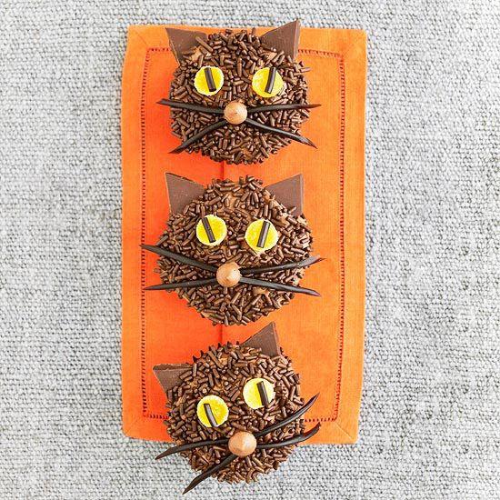 Cat cupcakes for Halloween. Fun!