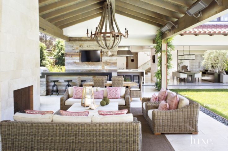 Creating The Ultimate Outdoor Entertaining Space