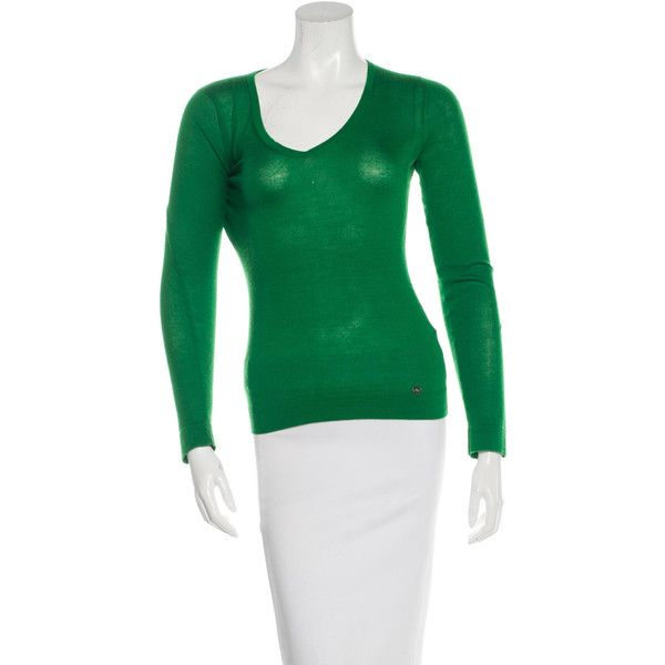 Pre-owned Gucci Cashmere Long Sleeve Top ($225) ❤ liked on Polyvore featuring tops, green, green top, v-neck top, logo top, green long sleeve top and v neck long sleeve top