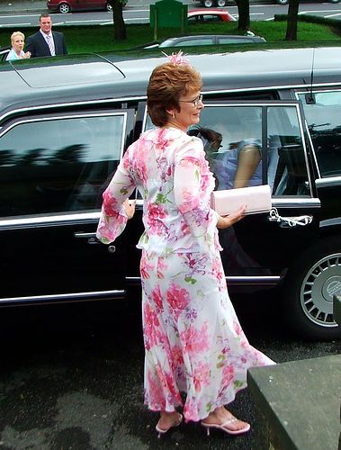 A mother of the bride (or groom) may choose to wear a tea length dress to complement the bridesmaids dresses, or simply because this is a style that suits her well and is fitting for the occasion. The simplicity of this elegant style allows you to accessorise to the max – with heeled shoes or sandals, bag, hat and jewelry.