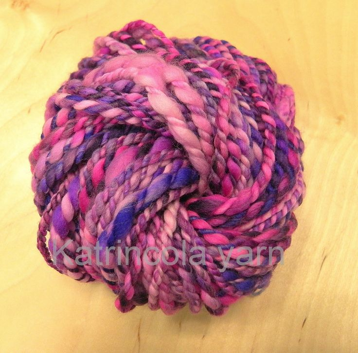 Příze ručně předená na kolovrátku 100% merino růžovo-fialová 61g Katrincola yarn