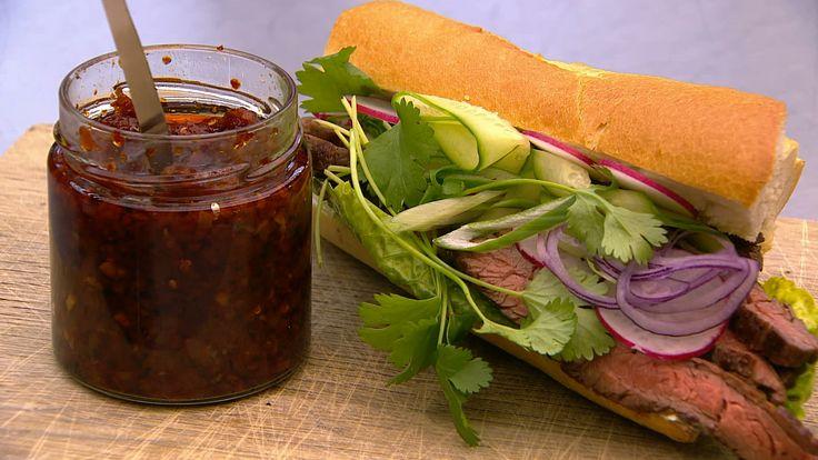 Spicy steak-sandwich med koriandermayo og Pappas Chili