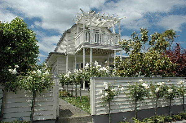 Fabulous weatherboard fence, matches this house perfectly with its simple traditions.