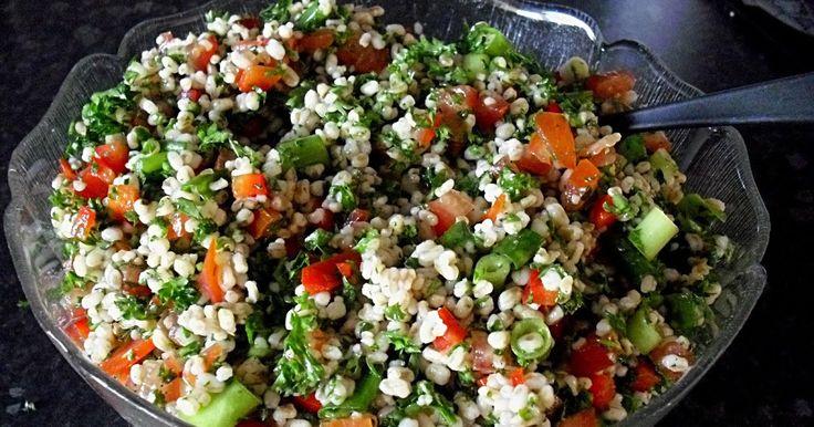 I den originale opskrift laves Tabuleh med couscous eller bulgur. Jeg har valgt at bruge perlespelt, jeg kan godt lide at have noget at tygg...