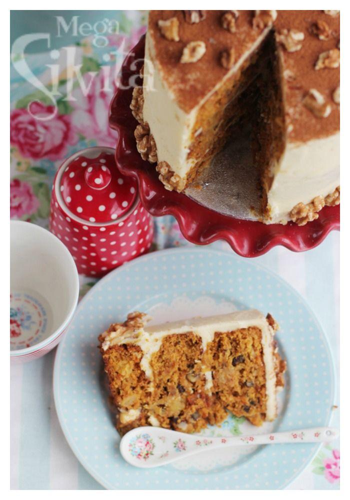 Tarta de zanahoria, piña, nueces, canela y crema de limón