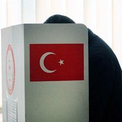 Turkish nationals vote at an electoral polling station in Dortmund